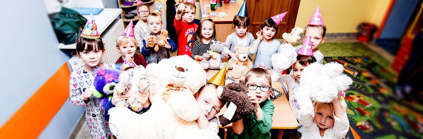 dzieci-w-sali